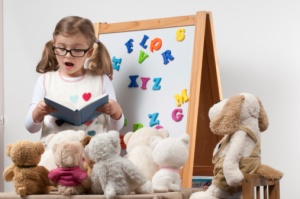 child-teaching-stuffed-animals