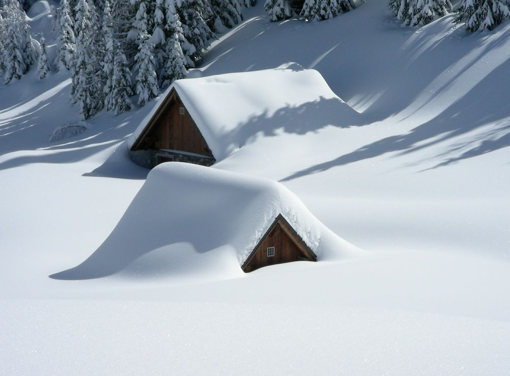 house-snowed-in