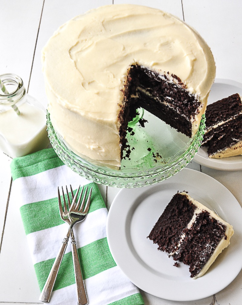 chocolate-cake-with-cream-cheese-frosting