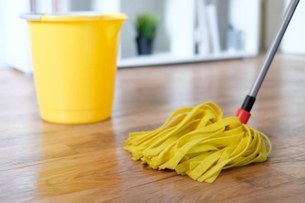 cleaning_hardwood_floors_l4